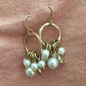 Golden earrings with pearls